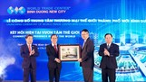 Đồng chí Trần Văn Nam, Ủy viên Trung ương Đảng, Bí thư tỉnh ủy, Trưởng Đoàn Đại biểu quốc hội tỉnh Bình Dương (thứ hai từ trái qua) trao quà lưu niệm cho ông Scott Wang, Phó chủ tịch WTCA tại lễ công bố WTC BDNC