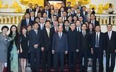 政府總理阮春福在政府辦事處接見了中國香港企業代表團。(圖源:互聯網)