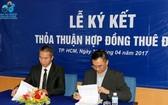 寶成集團代表人(右)與ITACO副總經理簽訂土地租用協議書。(資料圖來源:AGP)