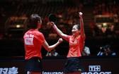 丁寧與劉詩雯慶祝勝利。(圖源:互聯網)