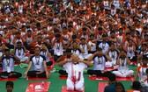 印度總理莫迪21日攤開瑜伽墊,與全球數百萬人一起慶祝「國際瑜伽日」。(圖源:Narendra Modi)