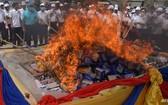 國際禁毒日,緬甸、泰國和柬埔寨26日共焚燒總值近10億美元的毒品。(圖源:AFP)