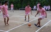 學員們參與體育運動以鍜煉身體和努力戒掉毒癮。