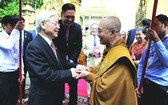 阮富仲總書記會見佛教法宗派宗長大僧王布爾格里。(圖源:越通社)
