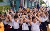 小學生返回學校上課。