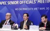外交部常務副部長裴清山(中)在會議上發表講話。(圖源:ĐD)
