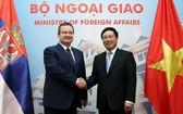 我國副總理、外交部長范平明(右)接見了塞爾維亞共和國第一副總理兼外交部長伊维察‧達契奇( Ivica Dacic)。(圖源:海明)