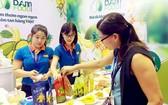 國內企業在本市展銷素食品一瞥。