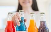 越南酒類與飲料協會(VBA) 主席阮文越表示,預計汽水的增值稅從10%上調至12%,特別消費稅為10%,以對食糖的增值稅從5%上調至6%等,這將對該行業企業造成重大影響。(示意圖源:互聯網)