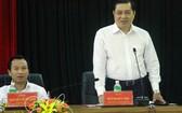 圖為峴港市市委書記阮春英(左)與峴港市人委會主席黃德詩。(圖源:互聯網)