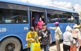乘客遵守規則有助提高公交車交通文明行為。