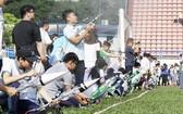 200 多隊參加水火箭發射比賽。