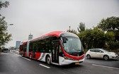 北京18 米長純電動公交車投入運營。(圖源:互聯網)