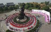 10多個國家的311對情侶參與求婚活動。(圖源:互聯網)