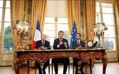 馬克龍總統在總統府簽署了取而代之的反恐法。(圖源:AFP)
