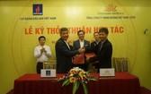 圖為PVN 與Vietnam Airlines代表人簽署合作協議書儀式。(圖源:PVN)
