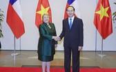 國家主席陳大光迎接巴切萊特總統。
