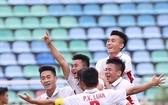越南U19隊球員慶祝進球。