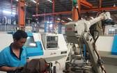 鴻記公司的價值約100億元機械手臂生產線一隅。