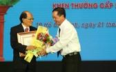 溫陵會館常務副理事長洪世真榮獲三等勞動勳章。