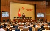 國會代表昨(23)日上午在會場繼續第4次會議議程,討論《網絡安全法》草案。(圖源:Quochoi.vn)