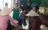 該活動首天已吸引當地許多越華居民前往購買。