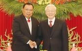 阮富仲總書記會見老撾黨總書記、國家主席本揚‧沃拉吉。(圖源:越通社)