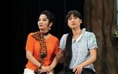 在黃泰清舞台上表演的演員。