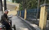 西寧省高台教堂園區內的猴子經常外出向行人討要食物。(圖源:西寧報)