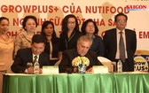 NutiFood營養食品股份公司與美國Delori 食品公司向美國出口奶粉的合同簽署儀式。(圖源:SGGP視頻截圖)
