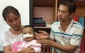 小利與父母。