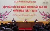 國會主席阮氏金銀(中)主持2018戊戌年春節各新聞媒體聚會。(圖源:Quochoi.vn)