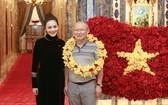 為了做好迎接球隊的準備,西貢萬韻酒店已花盡 心思設計出由 1500 朵紅玫瑰造成的國旗。