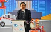 越南豐田汽車公司總經理Toru Kinoshita在宣傳講台上發言。