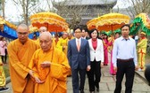 政府副總理武德膽(後右三)出席2018年拜訂寺盛會。