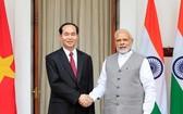 國家主席陳大光與印度總理莫迪親切握手。(圖源:越通社)