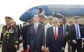 孟加拉總統哈米德在機場迎接國家主席陳大光。(圖源:顏創)