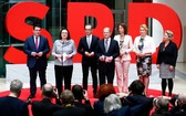 當地時間3月9日上午,德國社民黨(SPD)正式公佈了六位成員在安格拉·默克爾總理新聯合政府中擔任部長級職務。(圖源:路透社)