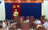 國家副主席鄧氏玉盛(中左)在會議上發表講話。(圖源:VTV視頻截圖)