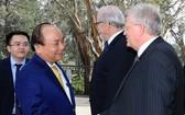 阮春福總理探望澳大利亞國立大學。(圖源:統一)
