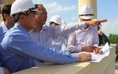 考察團就仁澤3和仁澤4兩個熱電項目進行實地考察擬建地點。