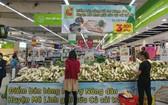 河內市麋冷Big C超市擺攤銷售的白蘿蔔。(圖源:秋娥)