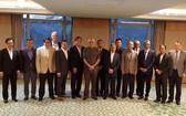亞足聯(AFC)主席薩爾曼在馬來西亞吉隆坡與東南亞足協(AFF)各成員代表合照。
