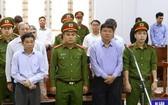 被告丁羅昇和另6名同案犯在聽取判決。(圖源:越通社)
