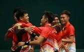 我國網球隊慶祝勝利。