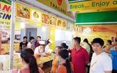 泰國美食攤吸引許多消費者光顧。