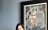 女歌手紅絨收藏阮思嚴畫家的《扶董天王》作品。