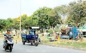 違規佔用馬路來維修三輪車行徑。
