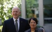 圖為澳大利亞總督彼得‧科斯格羅夫與夫人。(圖源:AAP)