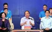 政府總理阮春福(中)在對話會上發表講話。(圖源:越通社)